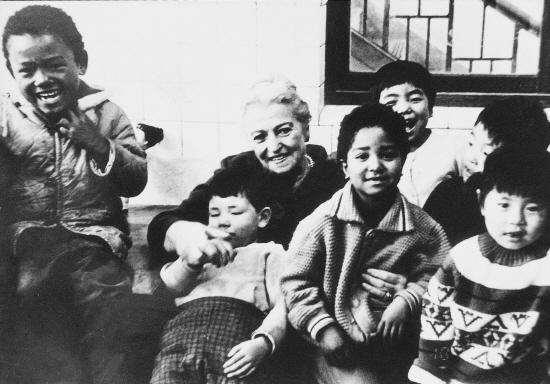 ▲ 1967년 심곡본동에 펄벅재단과 소사희망원을 설립한 펄벅여사는 2천여명의 혼혈아동들을 먹이고 가르치는 박애정신을 실천했다.