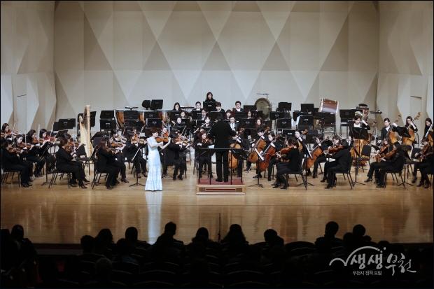 ▲ 두번째 곡. 멘델스존의 '바이올린 협주곡 마단조 작품 64'를 바이올린 양승희 협연