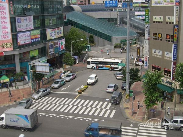 ▲ 역곡역 남부광장 전경
