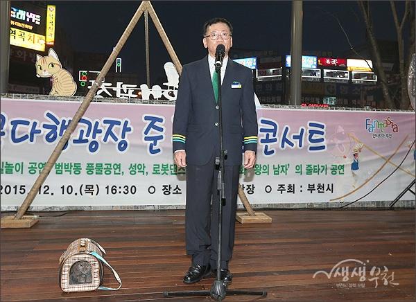 ▲ 명예역장  다행이의 사연을 소개하는 김행균 역곡역장