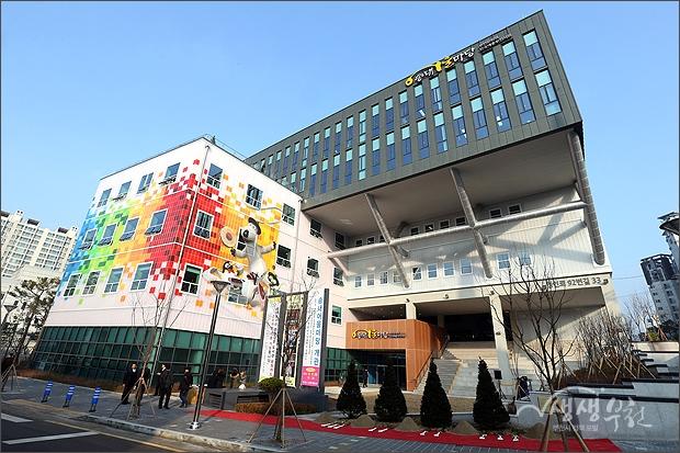 ▲ 부천시 최초의 복합문화시설 '송내어울마당' 전경