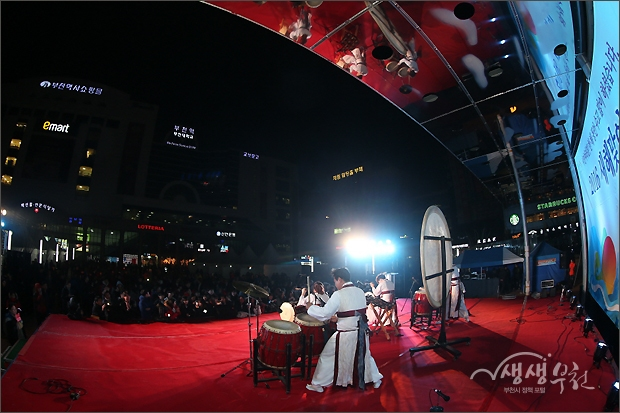 ▲ 부천역 마루광장 개장기념 2015 제야 행사 식전 축하 공연 - 대북