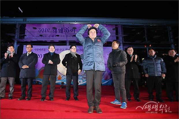 ▲ 김만수 시장과 참석 내빈들의 인사