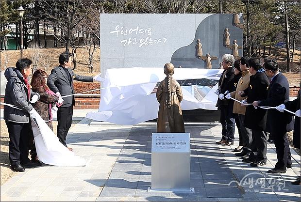 ▲ 일본군 위안부 피해자 기림비 (소녀상) 제막.