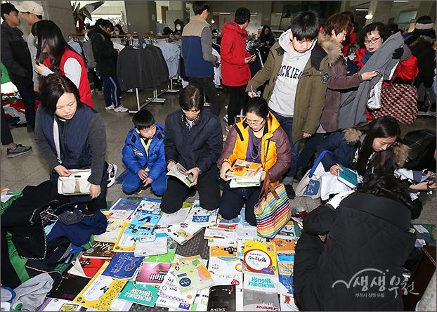 ▲ 한모퉁에서 판매중인 교과서와 교양서적.