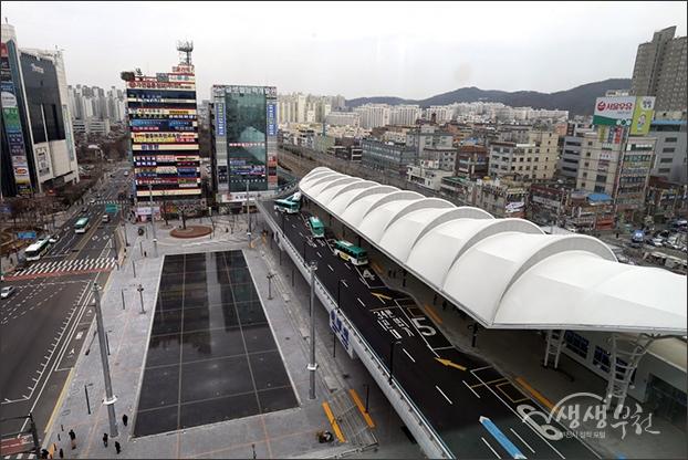 ▲ 옆 건물에서 내려다본 송내역 환승센터와 무지개 광장 풍경