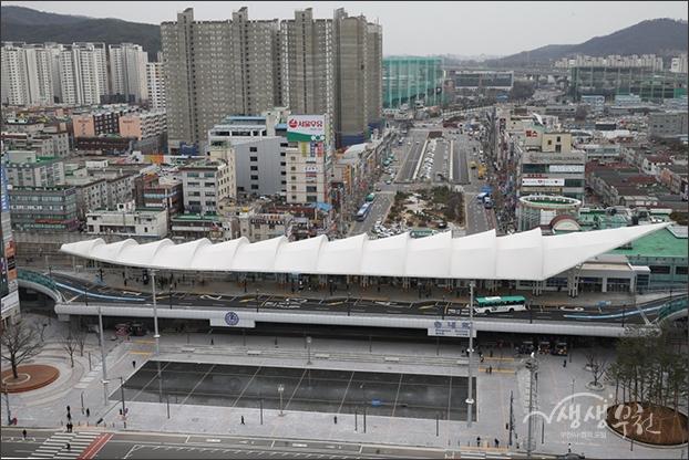 ▲ 정면 건물에서 내려다본 송내역 환승센터와 무지개 광장 풍경