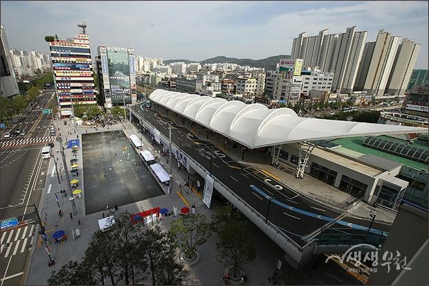 ▲ 환승센터와 송내무지개 광장으로 새롭게 태어난 송내역의 전경