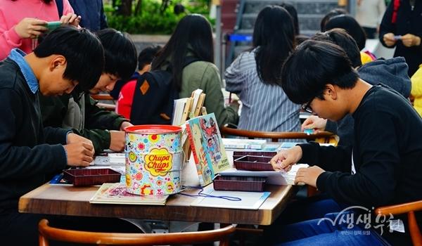 ▲ 도서관 체험프로그램 참여한 학생들