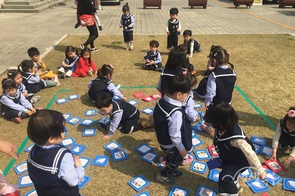 ▲ 제45회 보건의 날 행사에 참여한 어린이들