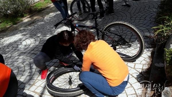 ▲ 자전거정비과정 교육모습