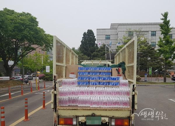 ▲ 부천시는 대형 산불로 어려움을 겪고 있는 자매도시 강릉시에 긴급 구호 물품을 지원했다.