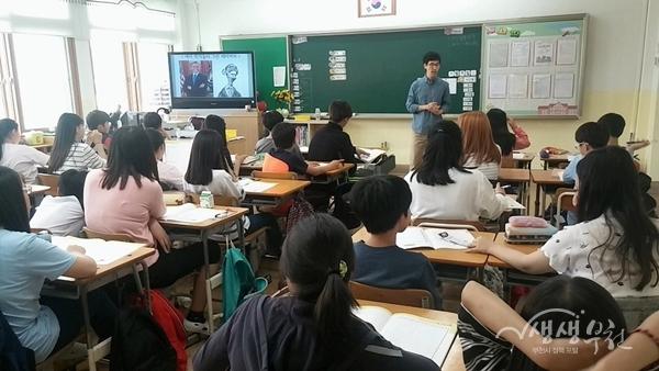 ▲ 15일 약대초등학교에서 진행된 만화교실