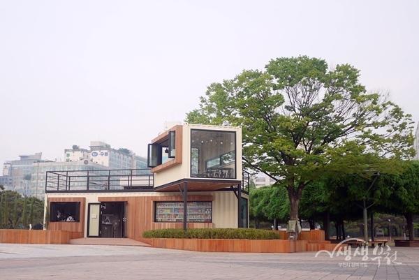 ▲ 중앙공원 카페 쉼표 전경