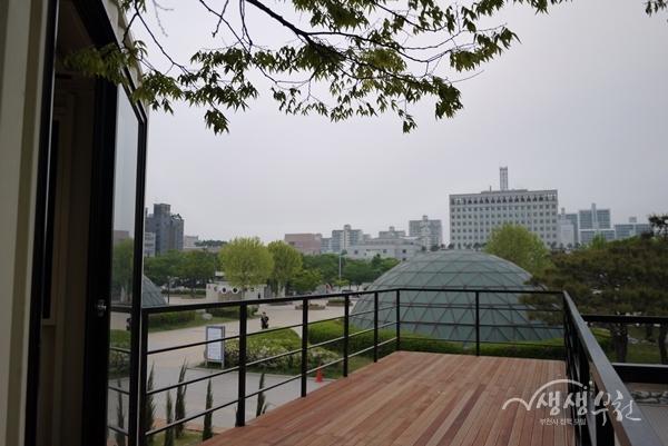 ▲ 중앙공원 카페 쉼표 2층에서 바라본 중앙공원