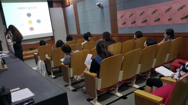 ▲ 태교를 받고 있는 부천 활 박물관의 예비맘