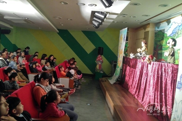 ▲ 인형극 '잭크와 콩나무' 상연(꿈여울 도서관)