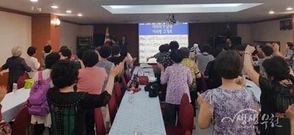 ▲ 시민들이 보훈회관 노래교실에 참여하고 있다.