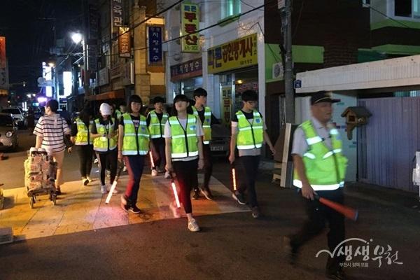 ▲ 춘의동 청소년 자율방법순찰대 순찰활동