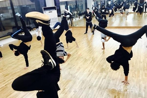 ▲ 라온수업모습 밴드(위), 비보이(아래)