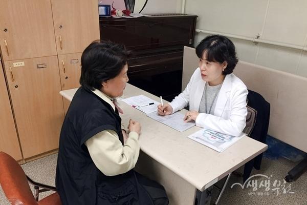 ▲ 치매선별검사 진행모습