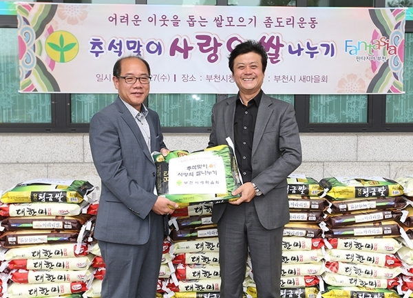 ▲ 김만수 부천시장(오른쪽)과 홍석인 부천시새마을회장