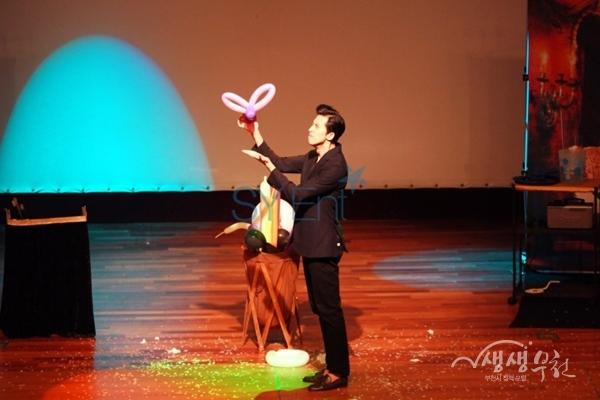 ▲ '마술과 함께하는 벌룬쇼' 공연모습