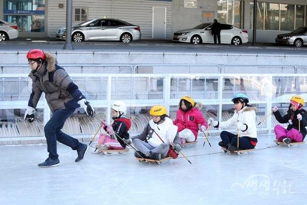 ▲ 지난겨울 송내무지개광장 얼음썰매장