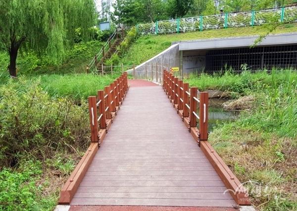 ▲ 부천시는 지난해 베르네천 산책로 보수공사를 진행했다.
