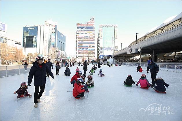 ▲ 송내무지개광장 얼음썰매장