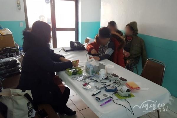 ▲ 부천시보건소는 석왕사 경내 무료급식소에서 건강검진 및 상담을 진행했다.