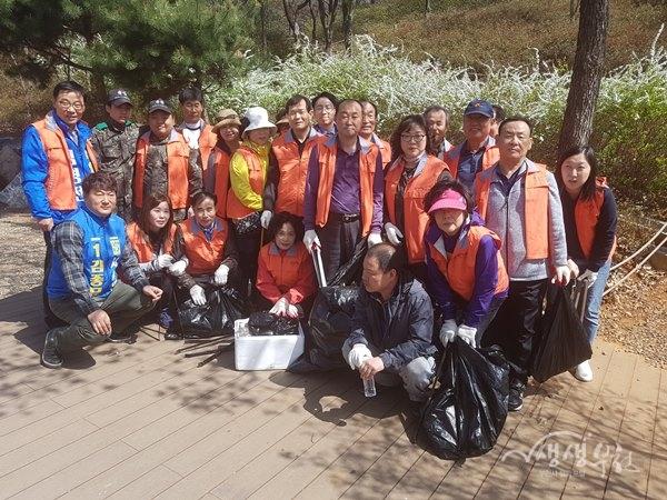 ▲ 새봄맞이 생활환경정비를 위해 모인 소사동 자생 단체원들