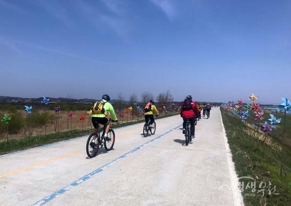 ▲ 부천시 자전거사랑회는 금강 자전거길에서 자전거 이용 활성화 라이딩 행사를 가졌다.