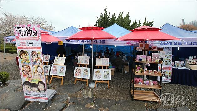 ▲ 4월 14일부터 15일 이틀간 열린 원미산 진달래 축제 현장