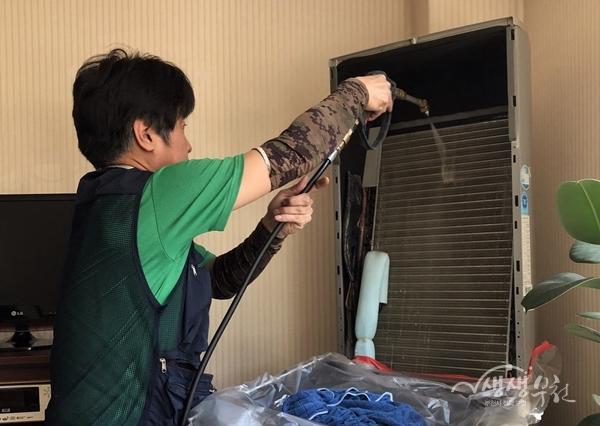 ▲ 부천시가 경로당 내 에어컨 청소 및 점검에 나섰다.
