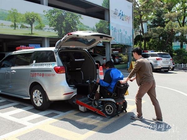 ▲ 장애인 이동도우미 콜 승합차 이용모습