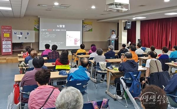 ▲ 레드서클 건강캠페인 행사로 진행된 건강강좌