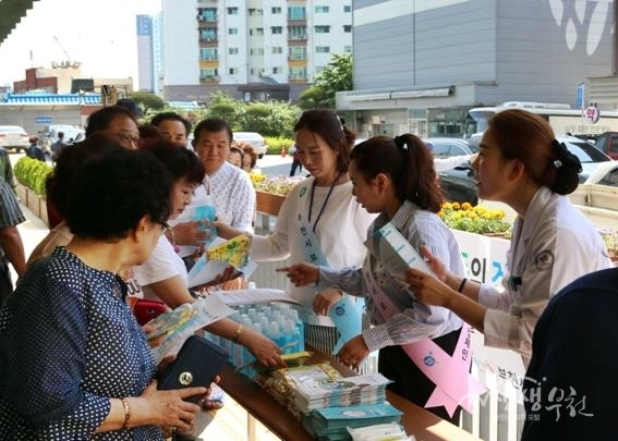 ▲ 부천시보건소는 지난 6월 1일 부천세종병원에서 감염병 예방관리 캠페인을 진행했다.