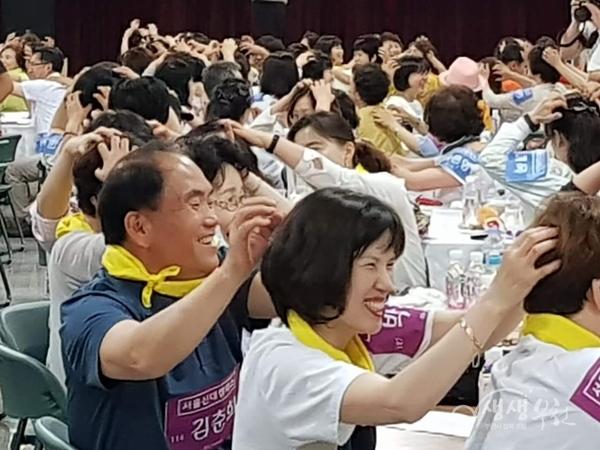 ▲ 행사에 참여한 부천인생학교 27개 과정 수강생들