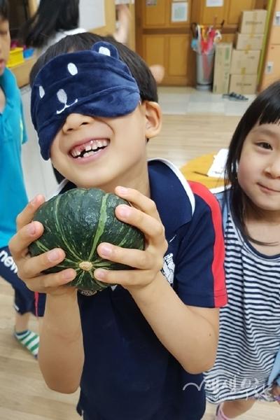 ▲ '채소 미각체험 놀이' 에 참여한 어린이의 즐거운 모습