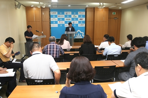 ▲ 이영만 주택국장이 언론브리핑을 통해 IoT혁신센터 조성계획을 설명하고 있다.