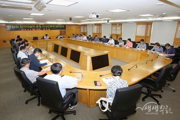 ▲ 장덕천 부천시장이 긴급대책회의를 소집하고 폭염피해 최소화를 당부했다.