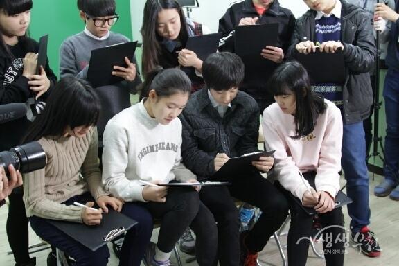 ▲ 부천 에듀투어 직업체험에 참여하고 있는 청소년들