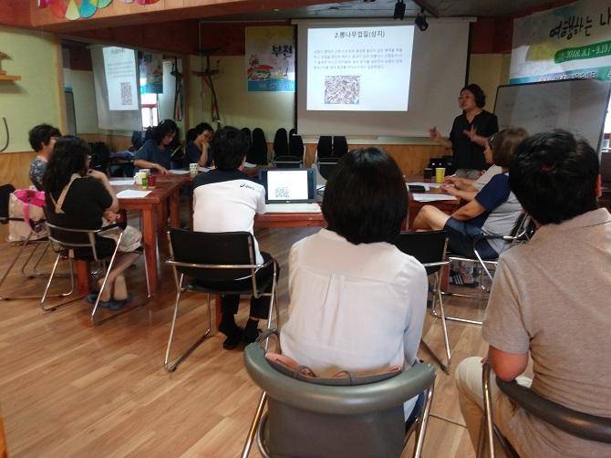 ▲ '땀내기 약' 만들기 위한 학습 중인 곰팡 회원들
