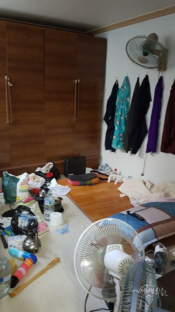 ▲ 중동 행정복지센터는 홀로 사는 어르신 가구의 주거를 정리정돈 했다.(정리 전)