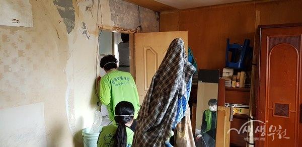 ▲ 부천목련로타리클럽 & 한우리봉사회 주거환경개선 자원봉사