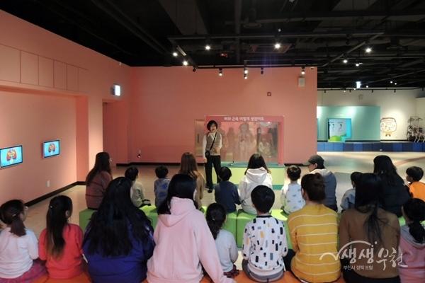 ▲ 어린이 건강체험관 체험에 참여한 부천대 유아교육과 학생들과 한울 유치원생들