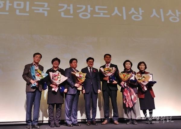 ▲ 대한민국 건강도시상 수상자들