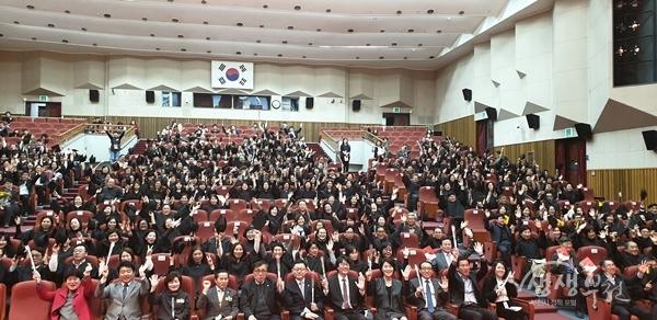 ▲ 부천인생학교 졸업생과 졸업식 참석자들
