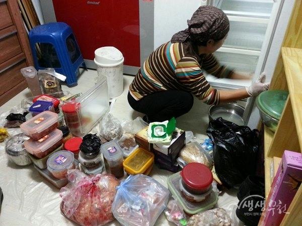 ▲ 집안정리 활동을 하고 있는 정리수납코디네이터